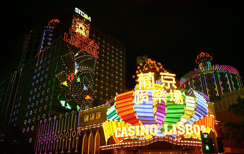 casino-lisboa-light-night-macau1 1